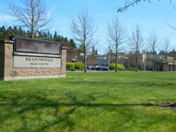 Meadowdale High School junior dies after collapsing in PE class