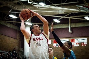 Hawks dismantle Everett Seagulls 67-38, advance in postseason