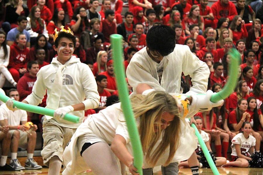 Sophomores+battle+it+out+with+foam+noodles.