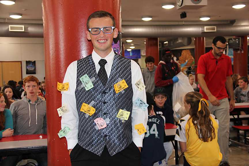 Sophomore+Jeremy+Ansdell+sports+his+costume+as+a+rich+person%2C+hoping+to+be+a+millionaire+in+the+future.+