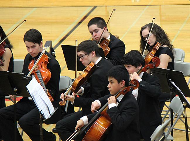 Mountlake+Terrace+High+School+symphonic+orchestra+performs+at+the+southeastern+quad+concert+on+March+5+in+the+Terraceum