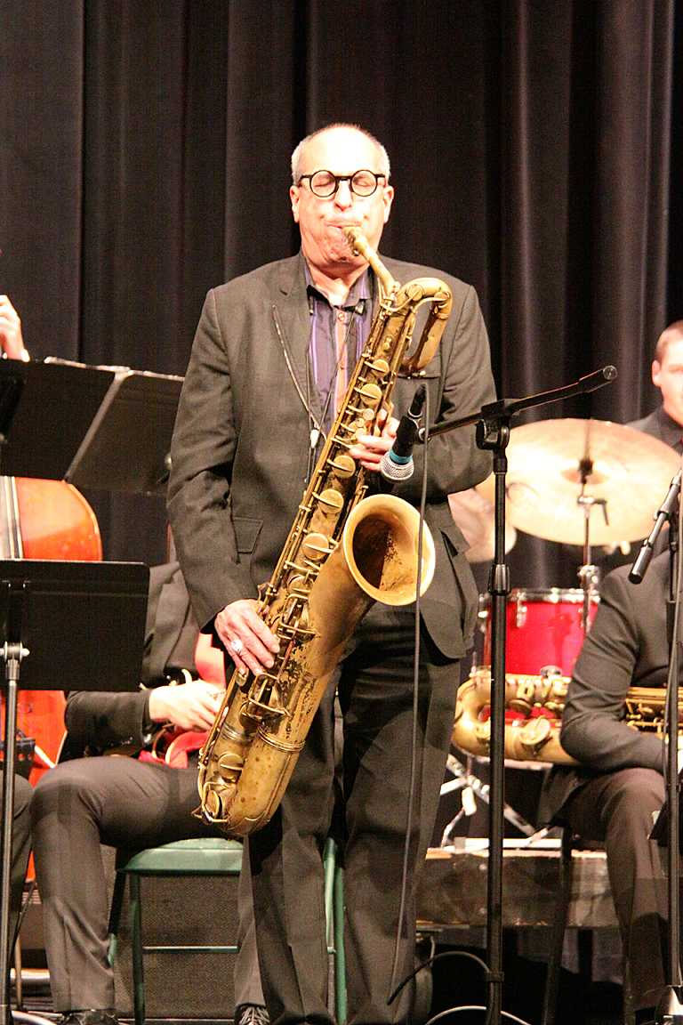 Professional bari saxophone player Gary Smulyan performs alongside MTHS Jazz 1.
