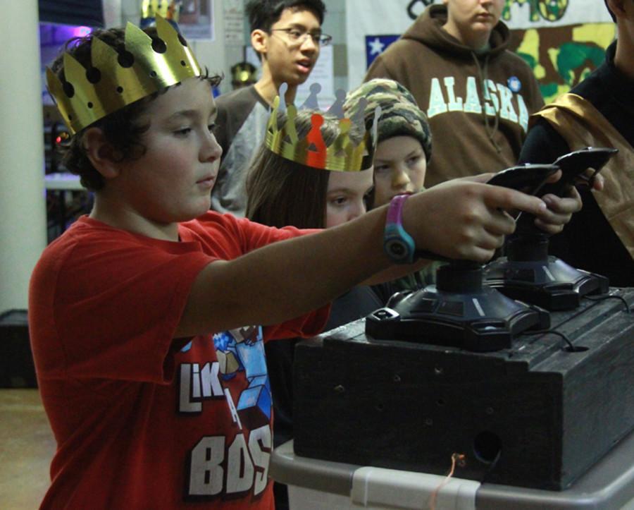 Children+controlling+a+robot