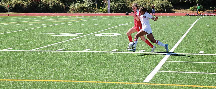 Sammy Ruiz bolts down the sideline with the goal in sight.
