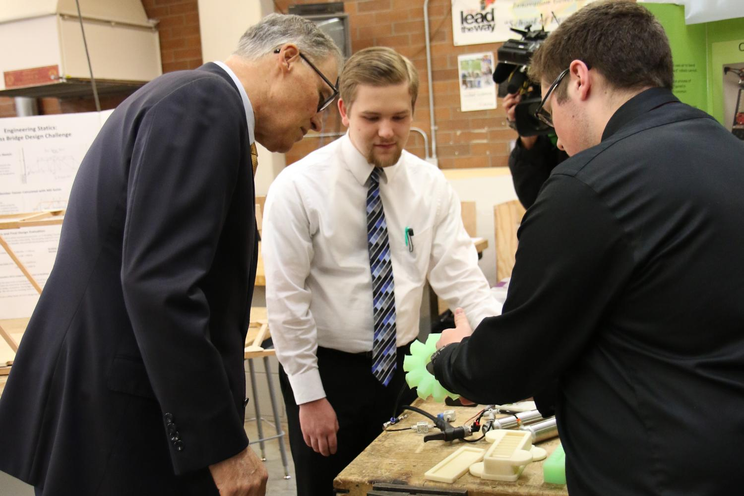 Inslee visits MTHS STEM, jazz, journalism