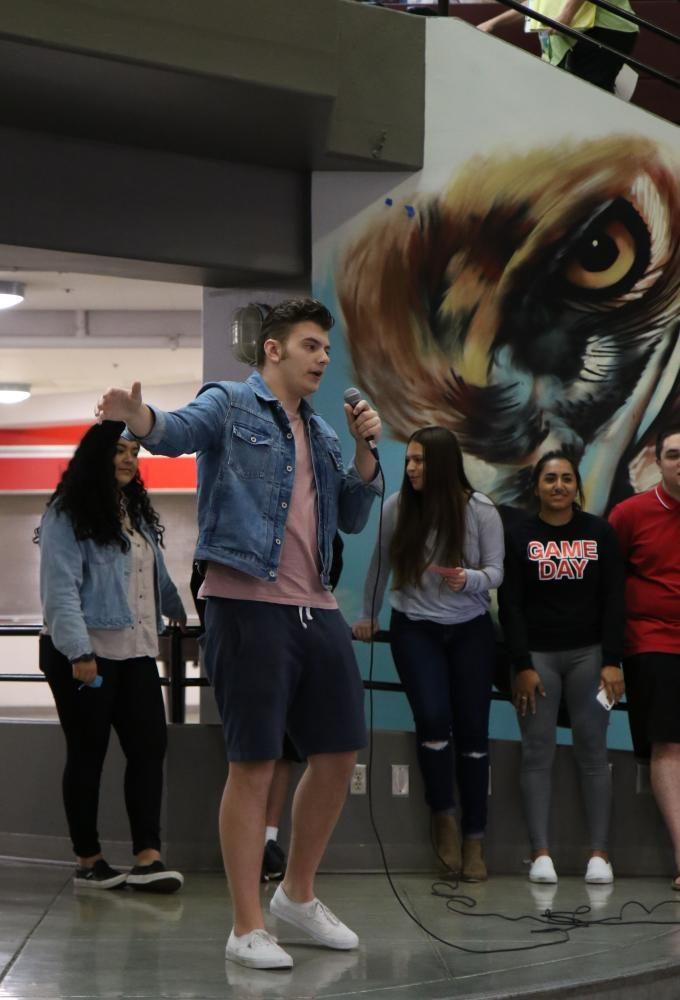 Alex+Pigeon+speaking+to+the+future+senior+class+of+2017-2018+school+year.