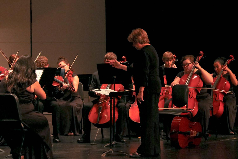 Schillen conducts Concert Orchestra.