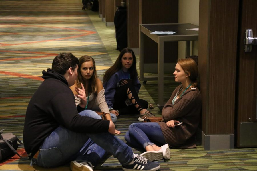 Gavin Norley talks with four members of Woodgrove High School in Virgina