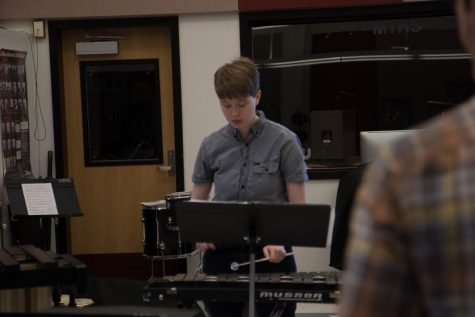 A veteran of school music activities, senior Tunny Parrish plays the vibraphone in  fth period percussion ensemble. Parrish has participated in school musicals, the pep band, and the drumline.