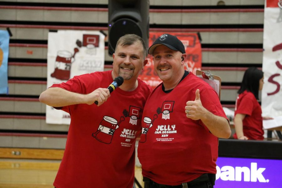 Steve Willits (left) and Officer Kyle O'Hagan (right) pose after Willits gave OHagan a Jam Session XXV t-shirt.