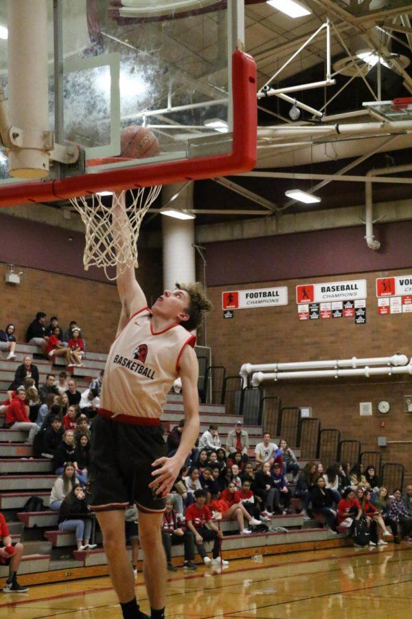 Senior Trevor Leen dunks the ball for a contest.