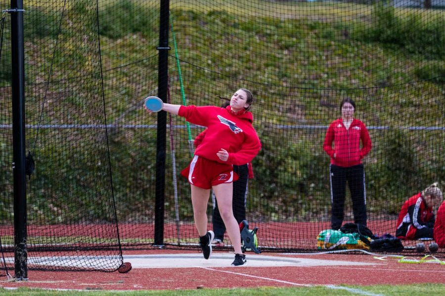 Senior Grace Davidson throws the discus.